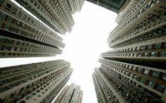 Le cose che senza dubbio erano diventate invisibili per chi in quella città ci era nato, è strano pensare che un grattacielo possa diventare invisibile per qualcuno. Shotgun, Blinds, Louvre, Curtains, Building, Skyscrapers, Travel, Home Decor, Viajes