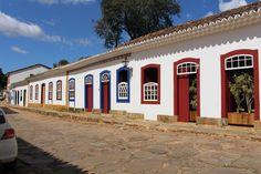 #viagem #minasgerais #Tiradentes #mg #trip #roteiro Pergola, Garage Doors, Outdoor Structures, Outdoor Decor, Home Decor, Screenwriting, Travel, Decoration Home, Room Decor