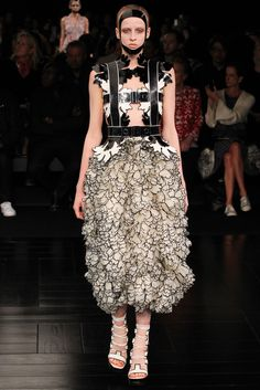 See the complete Alexander McQueen Spring 2015 Ready-to-Wear collection.
