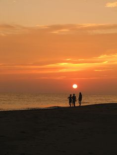 Meet Ilocos Sur. Fuerte Beach. Image from flickr.com/photos/10061452@N06/. meetmanila.com