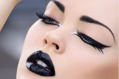 Maquillaje de novia - Black lipstick, there's just something about it.