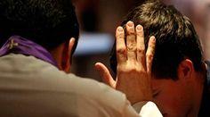 """04/03/2016 - 02:29 pm .- Hoy viernes se realiza por tercer año consecutivo la jornada de oración y confesión """"24 horas para el Señor"""", organizada por el Pontificio Consejo para la Promoción de la Nueva Evangelización y convocada por el Papa Francisco para todas las diócesis del mundo. En el marco del Jubileo de la Misericordia, estas son algunas de las Iglesias locales que respondieron al llamado del Santo"""