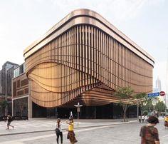"Polubienia: 6,397, komentarze: 10 – designboom magazine (@designboom) na Instagramie: ""the moving veil encircling the bund finance centre in shanghai designed by foster + partners and…"""