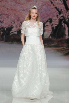 Inmaculada Garcia Kollektion 2017 BARCELONA BRIDAL FASHION WEEK http://www.hochzeitswahn.de/inspirationsideen/inmaculada-garcia-kollektion-2017/ #bride #weddingdress #fashion