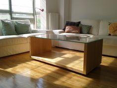 Mesa de madera de pino con cristal