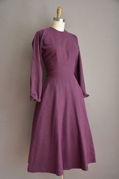Woollen plum dress // Long sleeves, fitted bodice and waist, full skirt; 1950s | Anne Fogarty // SimplicityIsBliss Vintage, on Etsy