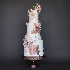 "386 Likes, 4 Comments - Amalfi decor Australia (@amalfi_australia) on Instagram: ""@lina.cakes's stunning floral fantasy cake ❤️❤️ And those rose gold details match our cake stands…"""