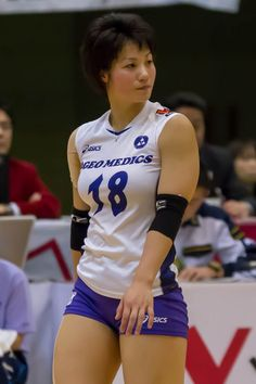 the female form when associated with sport and fitness Female Volleyball Players, Women Volleyball, Beautiful Japanese Girl, Beautiful Asian Girls, Sexy Older Women, Fit Women, Volleyball Shorts, Swimming Sport, Volleyball Pictures