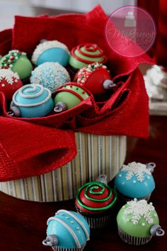 Cupcakes de esferas navideñas :)