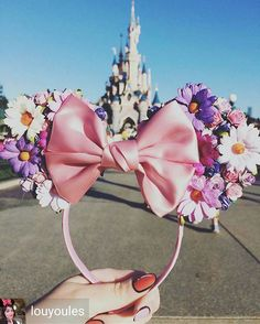 ριитєяєѕт: Disney Flower Mickey Ears Flower and Garden Disney Diy, Diy Disney Ears, Disney Mickey Ears, Disney Crafts, Cute Disney, Disney Style, Diy Mickey Mouse Ears, Micky Ears, Disney Ideas
