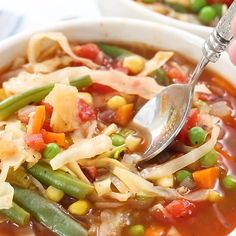 Best Zero Point Weight Watchers Soup Weight Watchers Vegetable Soup that is full of flavor, has tons of veggies, and all for zero points!Weight Watchers Vegetable Soup that is full of flavor, has tons of veggies, and all for zero points! Plats Weight Watchers, Weight Watchers Meal Plans, Weight Watchers Diet, Weight Watcher Dinners, Weight Watcher Points, Weight Watchers Vegetarian, Weight Watchers Program, Weight Watchers Lunches, Weight Watcher Smoothies