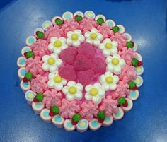 TARTAS DE GOLOSINAS Candy Pop, Marshmallows, Cereal, Happy Birthday, Anniversary Cakes, Candies, Candy Stations, Beautiful Cakes, Pies