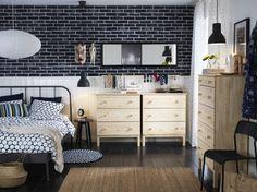 Camera con letto in metallo grigio e cassettiere in pino massiccio non trattato - IKEA