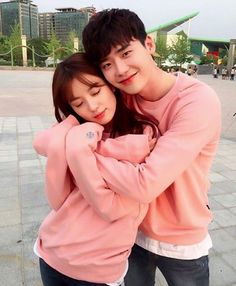Lee Jong Suk & Han Hyo Joo go matching in 'W'! Are you following their love story?