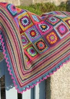 Gypsy Rose crochet blanket...love the colors and the moss stitchvedging!!!!