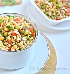 Jhal Muri Recipe ! http://www.foodiehalt.com/jhal-muri-recipe/#Kolkata streetfood classic!! #jhalmuri #recipe