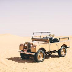 Land Rover 86 Serie One soft top in desert. Nice.