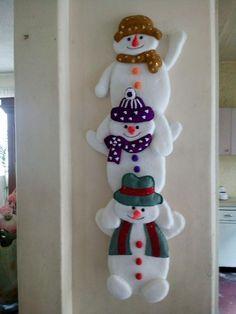 Christmas Arts And Crafts, Felt Christmas Decorations, Decorating With Christmas Lights, Felt Christmas Ornaments, Christmas Sewing, Christmas Projects, Holiday Crafts, Christmas Wreaths, Christmas Crafts