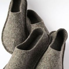 """Der Neuen Wool """"Barefoot"""" Slippers by Top-Felt Can be Worn Year Round : TreeHugger Knit Christmas Ornaments, Gestrickte Booties, Felt House, Online Shopping Shoes, Barefoot Shoes, Felted Slippers, Style Guides, Wool Felt, My Style"""