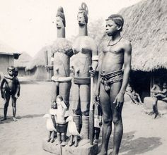 An Igbo boy photographed standing beside a life-sized Igbo wooden male and female figure with uli body art, possibly in Ihiala, north-central Igbo area. Photo: J Stocker, c. Native American Images, Native American Indians, Africa People, Filipino Culture, Contemporary African Art, African Sculptures, Art Premier, Tribal People, African Tribes