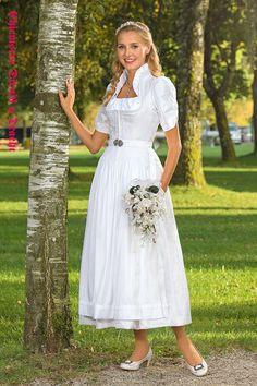 Chiemseer Dirndl & Tracht - Blusendirndl Federsee Folk Fashion, Womens Fashion, Diy Earrings Easy, Alternative Wedding Dresses, German Women, German Fashion, Affordable Dresses, Best Model, Girls Be Like