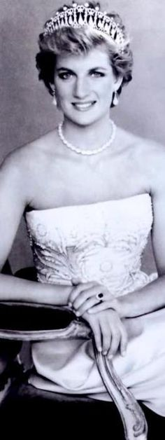 Princess Diana wearing the Cambridge Lovers Knot Tiara, Earrings and Necklace......