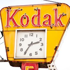 Vintage Kodak neon advertising sign with illuminated clock Old Neon Signs, Vintage Neon Signs, Old Signs, Advertising Signs, Vintage Advertisements, Vintage Ads, Vintage Clocks, Retro Signage, Store Signage