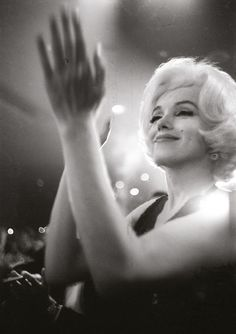Marilyn Monroe, 1962 Photo:Julian Wasser  (viahttp://nymag.com/thecut/2014/07/iconic-intimate-shots-of-hollywoods-heyday/slideshow/2014/07/02/julian_wasser_thewaywewere/julian-wasser-marilyn-monroe/)