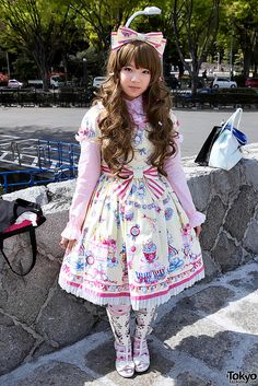 A friendly Japanese lolita in Angelic Pretty fashion in Harajuku. She was was on her way to a SID visual kei concert when I took this snap. Harajuku Fashion, Kawaii Fashion, Lolita Fashion, Japanese Street Fashion, Asian Fashion, Emo Fashion, Gothic Fashion, Mode Lolita, Lolita Style