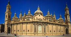 Basílica de Ntra. Sra. del Pilar a #Zaragoza un edifici impactant per dintre i per fora #basilica #esglesia #iglesia #church #architecture #architec #city #buildings #summer #sun #instapic #igerszaragoza #instazaragoza #pride