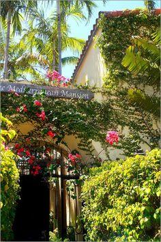 """""""Mediterranean Mansion"""" erhältlich als Poster oder Leinwandbild bei der Künstleragentur Artflakes http://www.artflakes.com/de/products/mediterrane-bilder-mediterranean-mansion"""
