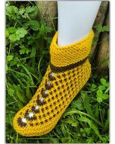 Knitted Slippers, Knitting Socks, Knit Socks, Mittens, Friendship Bracelets, Knitting Patterns, Booty, Crochet, Fashion