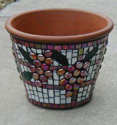 Mosaic Planters, Mosaic Vase, Mosaic Flower Pots, Painted Flower Pots, Pebble Mosaic, Mosaic Diy, Mosaic Garden, Mosaic Crafts, Mosaic Projects