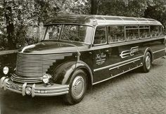 A Krupp two stroke diesel BUS for GDR copied from the GM Detroit Diesels they services right after the war. Vintage Trucks, Old Trucks, Small Trucks, Rv Bus, Wheels On The Bus, Cool Vans, Bus Coach, Old Tractors, Bus Travel