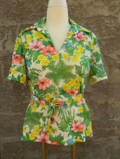 Floral Print Blouse / Vintage 1960s Belted Blouse / Short Sleeve Checkaberry Top / Size Large by VintageBaublesnBits on Etsy