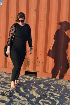 Isabel marrant pour h&m top with soft comfy jeans Leather Pants, Capri Pants, Comfy, My Style, Jeans, Tops, Fashion, Leather Jogger Pants, Moda