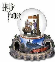 Harry Potter: Hogwarts' Express Train on Track 9 3/4 Snowglobe