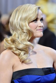 Reese Witherspoon (loose waves) at the Oscars, 2013