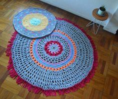 2 alfombras tejidas a crochet con trapillo Beach Mat, Outdoor Blanket, Rugs, Home Decor, Knit Rug, Trapillo, Tejidos, Farmhouse Rugs, Decoration Home