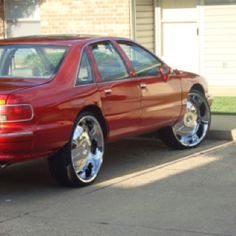 Chevy Caprice Classic — reminds me of my old classic but i had the 144 spokes Chevy Luv, Chevy Girl, Chevy Caprice Classic, Impalas, Old School Cars, American Muscle Cars, Fast Cars, Bugatti, Corvette