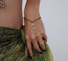 I have never seen these hand/bracelet/ring combos before! I could  totally see this paired up with a sexy bikini! Absolutely love....