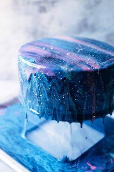 Full Mirror Glaze Galaxy Cake recipe with colourful galaxy cake pop planets, a galaxy cake, a galaxy Birday Cake, No Bake Cake, Cupcake Cakes, Glaze For Cake, Mirror Glaze Cake, Mirror Cakes, Solar System Cake, Galaxy Desserts, Planet Cake
