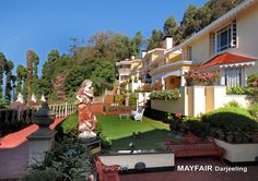 MAYFAIR Darjeeling retains and reflects the old heritage charm of the exotic summerhouse of Maharaja of Nazargunj as it stands as a blissful hill resort amidst snow capped mountains and heavy green foliage. This resort,which has all the facilities of a five star hotel, assures impeccable hospitality and delicious cuisine to its guests.