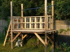 Building a pallet shed. Wooden Playhouse Kits, Build A Playhouse, Garden Playhouse, Indoor Playhouse, Cardboard Playhouse, Building A Wood Shed, Pallet Building, Building Plans, Pallet Shed