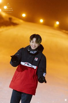 Shared by 𝐺𝑜𝑙𝑑𝑒𝑛 𝐼𝑑𝑜𝑙 ❄️☃️. Find images and videos about kpop, bts and jungkook on We Heart It - the app to get lost in what you love. Foto Jungkook, Jimin, Foto Bts, Vlive Bts, Kookie Bts, Jungkook Cute, Bts Photo, Bts Bangtan Boy, Bts Taehyung