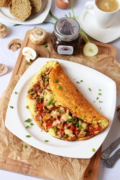 omlet serowo-warzywny Low Carb Recipes, Cooking Recipes, Healthy Recipes, Chocolate Milkshake, Healthy Snacks, Hummus, Brunch, Food And Drink, Yummy Food