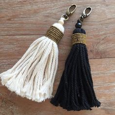 The Ethnic Beaded Keychain features a chunky cotton yarn tassel wrapped with brass beads. Finished with a brass swivel key chain clasp to allow for easy removal. Key Chain Tassel Colours: CREAM BLACK S I Z E Width: 3cm Length: 18cm ***Most shipments will need 2-3 weeks for Delivery