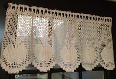 Filet crochet apple valance-image only Crochet Decoration, Crochet Home Decor, Decoration Table, Filet Crochet Charts, Crochet Borders, Crochet Patterns, Crochet Curtains, Crochet Doilies, Thread Crochet