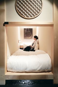 Zen - Tea-house inspired capsule hotel in Tokyo Hotel Bedroom Design, Guest Bedroom Decor, Sleep Box, Tokyo Hotels, Dublin Hotels, Room Interior, Interior Design, Zen Space, Japanese Interior
