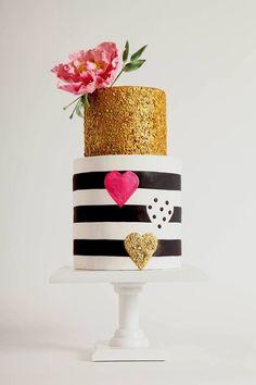 Gold accent wedding cake